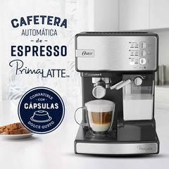 Cafetera express OSTER EM6603SS PRIMA LATTE. Silver. Para uso con café molido o cápsulas Dolce Gusto. Bomba de 15 bares.